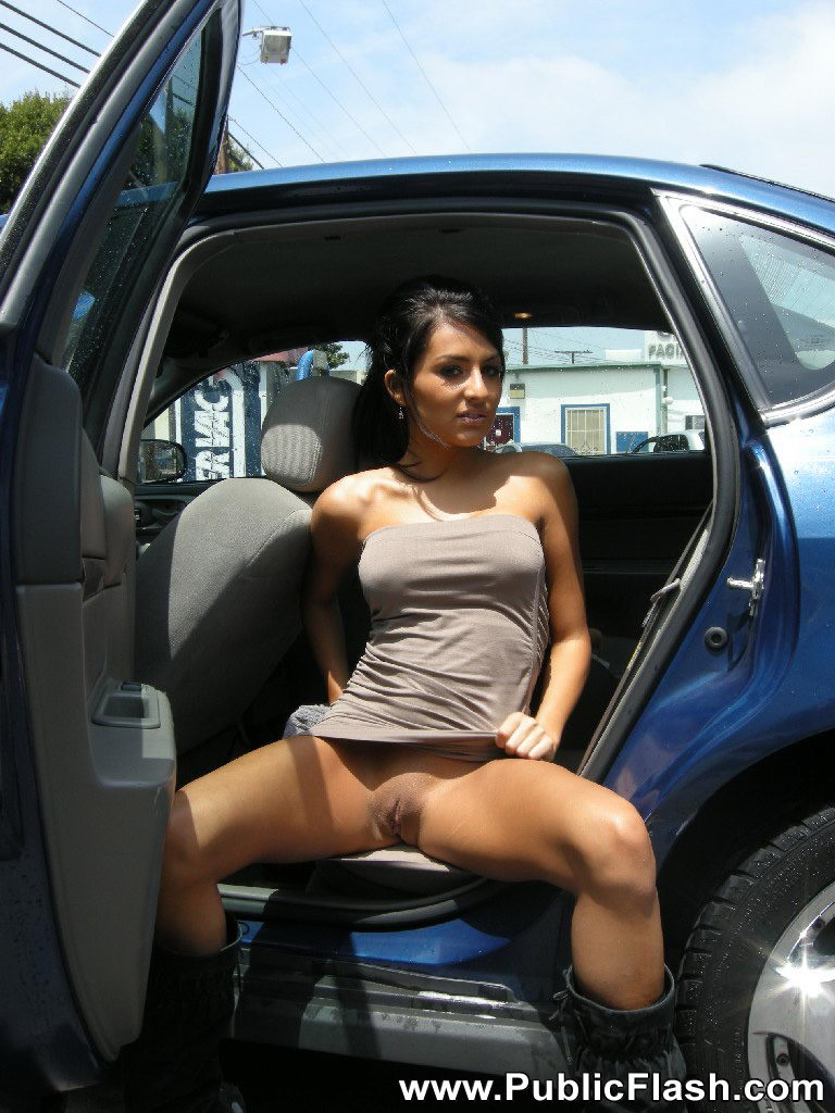 latina nude in car