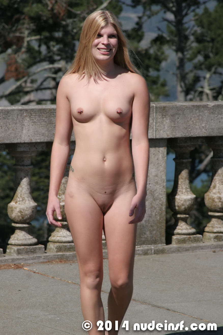 nude in san francisco blonde exhibitionist janis walking naked at the legion of honor