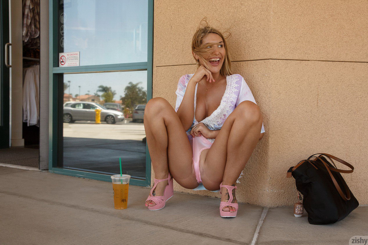 Zishy August Ames Public Flashing At Shopping Mall  Nude -4815